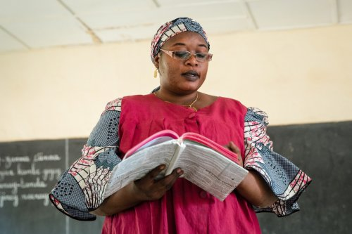 Mother-tongue curriculum to improve literacy in Niger